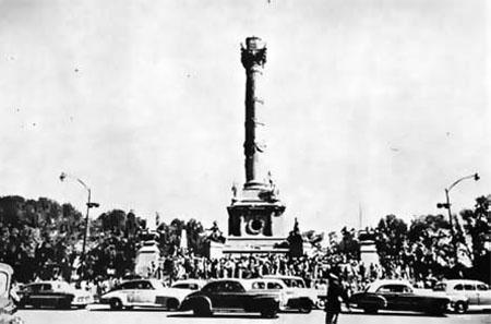 Caída del Angel de la Independencia 1957
